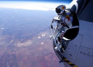 Video Felix Melompat dari Luar Angkasa Pada ketinggian 128 Ribu Kaki