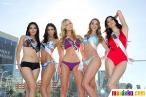 Foto Maria Selena Memakai Bikini di Miss Universe 2012
